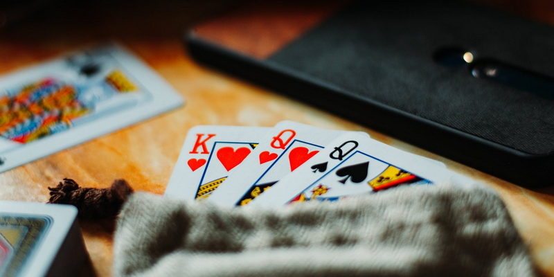 King and two queens - 3 card poker online rules how to play