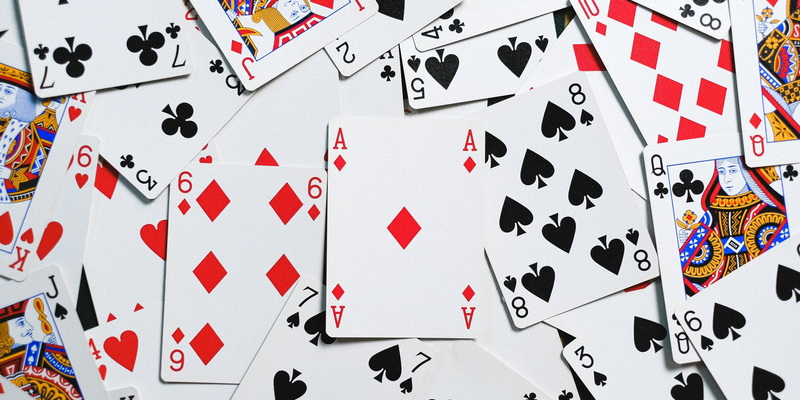 Playing card values in Blackjack (ace in Blackjack and value of face cards in Blackjack)