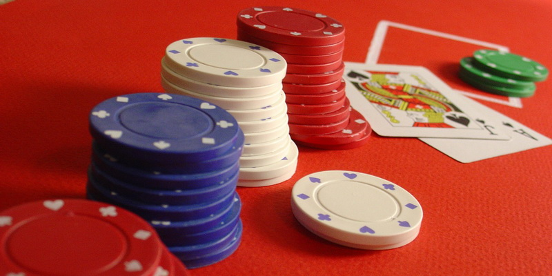 Red, white, blue and greens chips and two cards